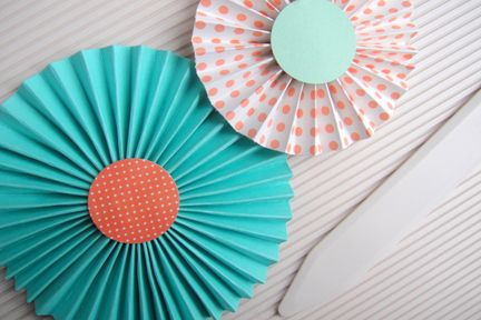 Paper rosette tutorial using Glue Dots