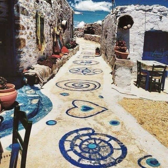 Beautiful walk way in Koufonissia, Greece !