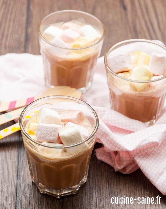 Chocolat chaud maison au lait de cajou • http://cuisine-saine.fr/recette-sans-gluten/chocolat-chaud-maison-au-lait-de-cajou