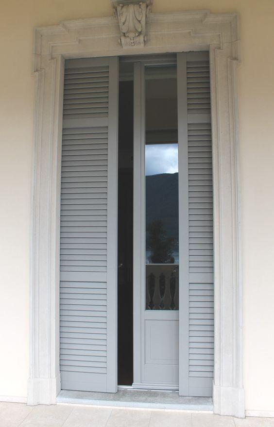 Villa stile liberty - serramento in legno larice lamellare laccato a due colori diversi interno ed esterno, persiane a palette passanti scorrevoli
