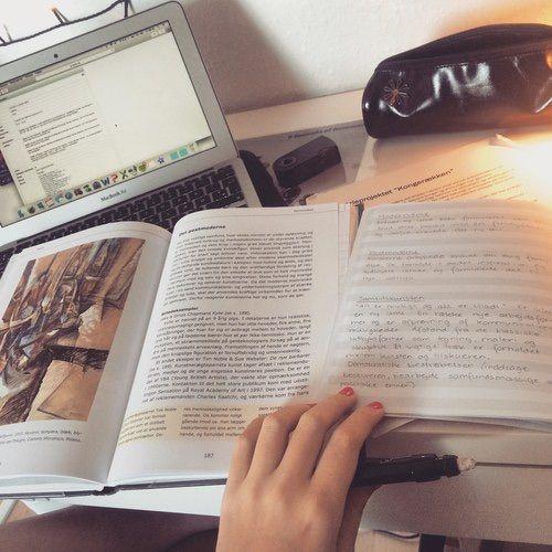 Resultado de imagem para girl studying tumblr