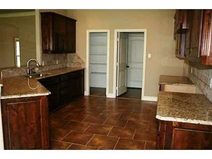 This beautiful, rich kitchen has great granite counter tops! 125 Whitetail Drive Willow Park, TX 76008