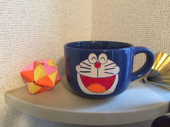 青いマグカップをサンドブラストでほって
