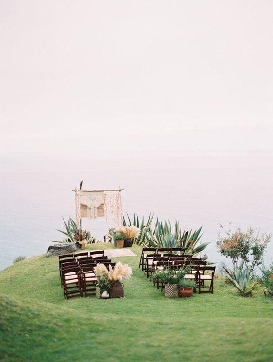 Casamento Minimalista   Dicas e inspirações para um casamento clean, elegante e muito especial! Na foto, decoração para cerimônia de casamento minimalista. #minimalista #minimalismo #casamentominimalista #minimalistwedding #decoracaodecasamento #weddingdecor #cerimoniadecasamento