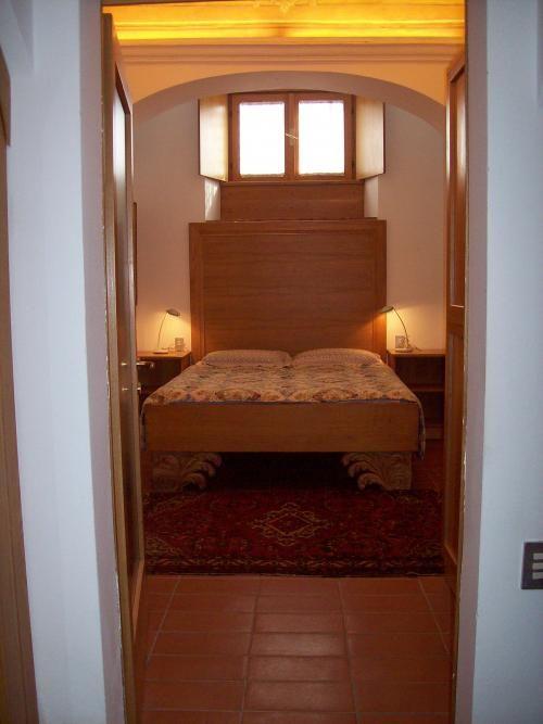 Bergamo - una camera da letto d'altri tempi.. c'è da vedere che soffitto ha! #arredamento #homestaging #interiordesign #design #home  #atticoit