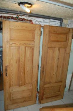 biete 2 antike alte t ren in massivholz sind in einem guten zustand die ma e 193 5 cm x 77 5. Black Bedroom Furniture Sets. Home Design Ideas
