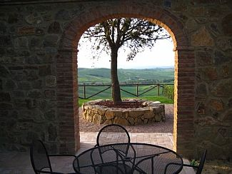 Villas and houses near San Giovanni d'Asso, Sienna, Tuscany, Italy. Book direct with private owner. IT2690