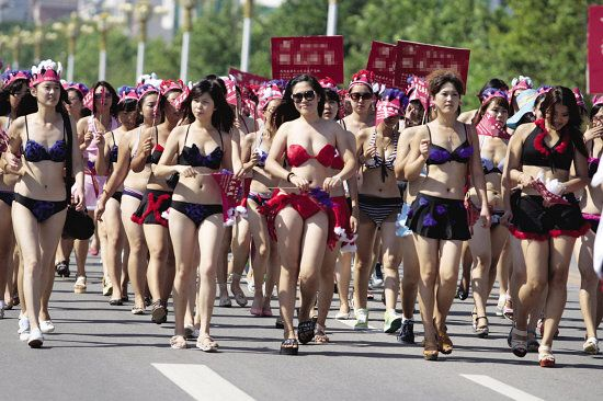 China sets new Guinness World Record for largest bikini parade: Largest Bikini, Mo Cha, World Records, Of The, China Sets