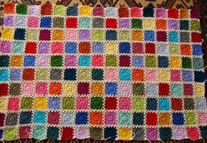 Well well well, it was such a pleasure reading all your sweet messages on my Kaleidoscope blanket! Thank you thank you ThAnK YoU :) This is as promised, the ZIG ZaG Joining method... Hope that my e...