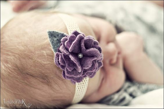 DIY instructions on this floral felt head band with the bonus that this baby will melt your heart