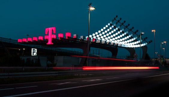 """Telekom-Installation """"Take-Off"""" 2013. Mehr zum Case: http://www.mutabor.de/de/work/telekom-ag-takeoff-koelnbonn-airport"""