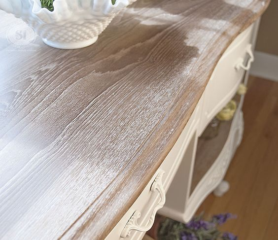 Using white chalk paint wax to create a trendy limed wood for Comedor wood trendy