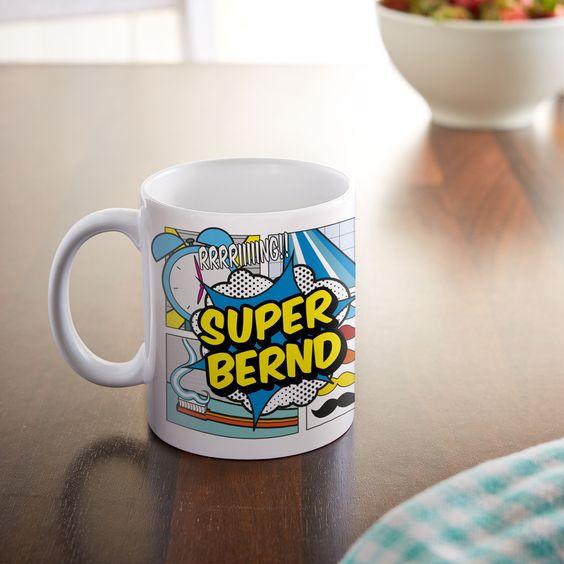 Die wichtigste Mahlzeit des Tages? Der Frühstückskaffee. Mit unserer Comic Tasse für Männer - Supermann - Personalisierter Becher wird er zum Trunk für die Superkraft.