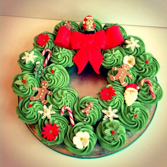 Christmas Cupcake Decorating Ideas Pinterest : Cupcakes decorating, Christmas cupcakes and Cupcake wreath ...