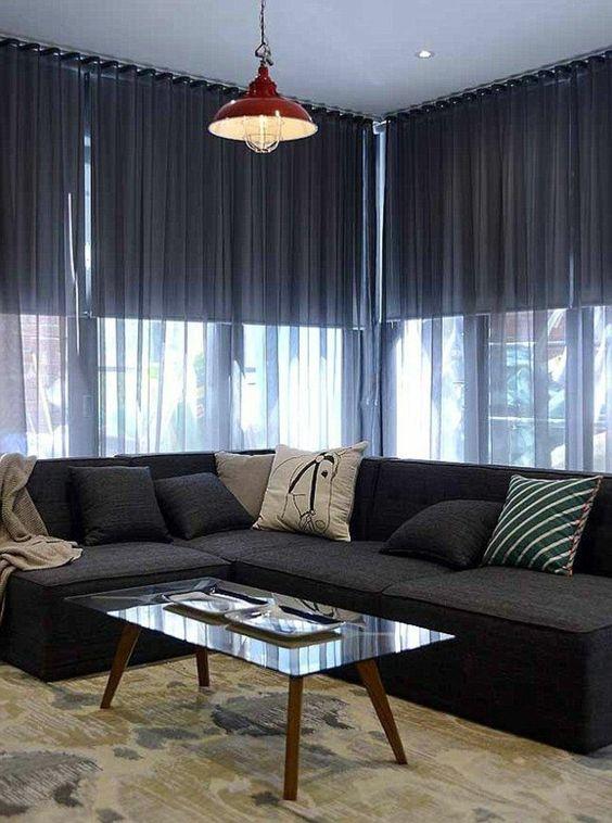 voilage ikea gris avec une table basse en verre de salon avec canape noir - Salon Avec Canape Noir