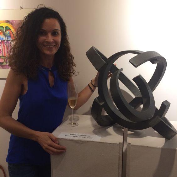 Hola! Quería compartir con vosotros el PREMIO CIUDAD DE BARCELONA MENCIÓN HONORIFICA DE ESCULTURA que recibí ayer en el concurso exposición .  Estoy emocionada muy emocionada y muy agradecida!