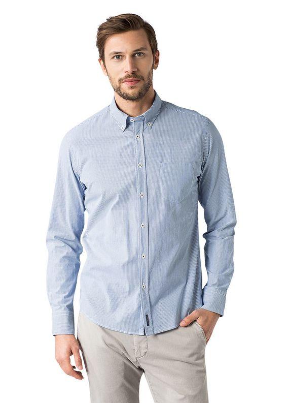 Langarmhemd in einer leichten und zugleich kompakten Qualität aus 100% Baumwolle mit Button-Down-Kragen. Die besondere Farbgestaltung mit feinen Streifen schafft einen erstklassigen Casual-Style....