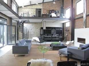 92 tr s beau loft dans un style industriel grand salon double hauteur mezzanine cuisine. Black Bedroom Furniture Sets. Home Design Ideas