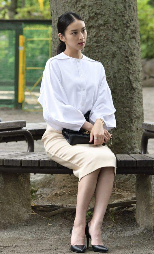 「黒皮の手帳」で白い服を着た武井咲