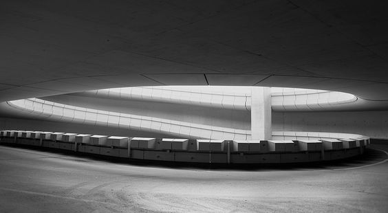 Courbes lumineuses à Roissy by Remy Carteret, via Flickr