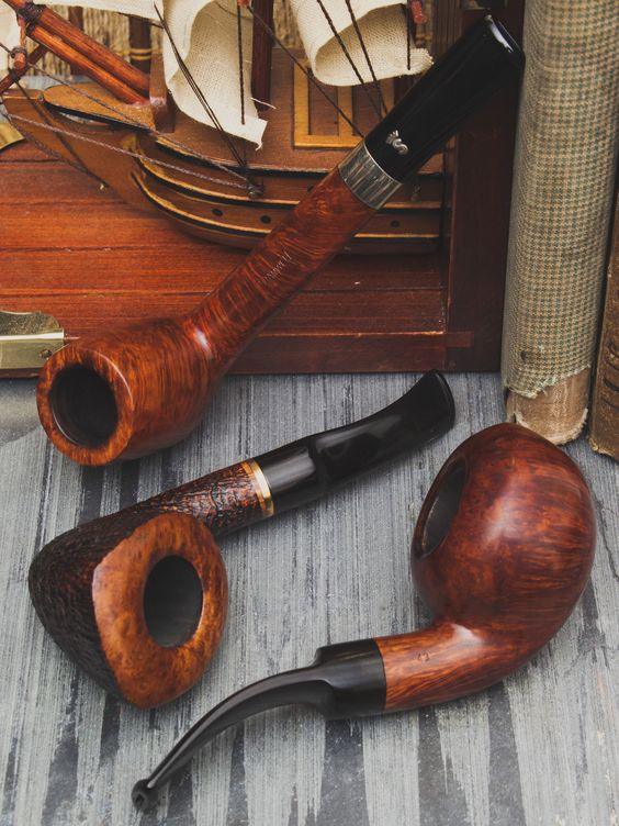 Pre-2010 or bust 59 Danish MADE Stanwell estates just hit the site. http://smokingpip.es/2cGiPZj