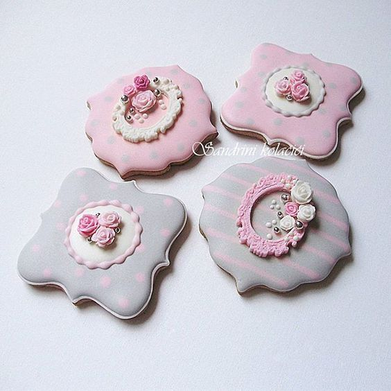#medenjaci #sandrinikolacici #pinkandgray #kolacici #decoratedcookies #customcookies #frames #roses #plaques #vintage #slatkisto #sweettable #picoftheday #photooftheday