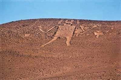 015. Gigante de Atacama – der Riese der Atacama-Wüste. Angeblich ist er mit einer Länge von 86m die größte menschliche Figur der Welt.