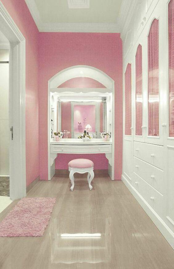wandfarbe rosa ankleidezimmer einrichten schminktisch