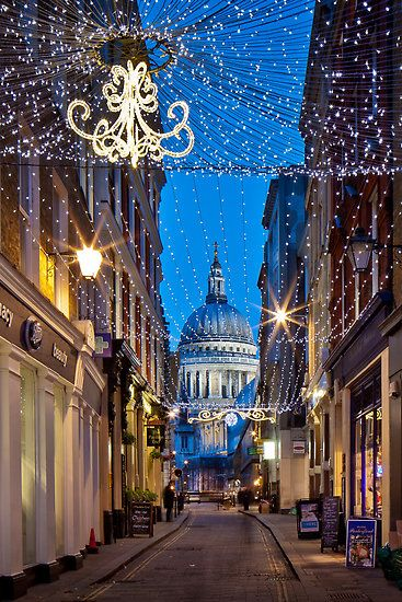 Christmas in Watling Street & St Paul's Cathedral, London