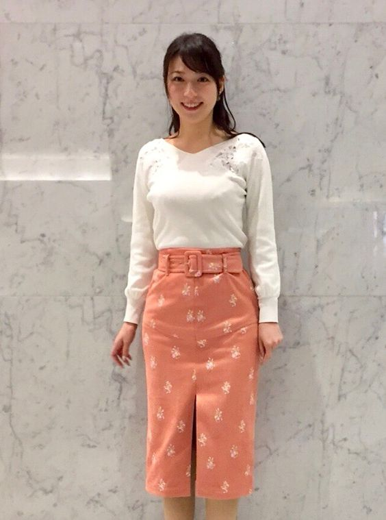 阿部華也子落ち着いたファッションで素敵