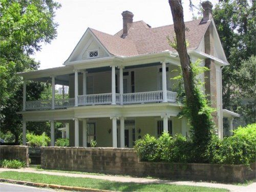 These 10 Bed And Breakfasts In Austin Are Perfect For A Getaway Bed And Breakfast Wrap Around Porch Porch And Balcony