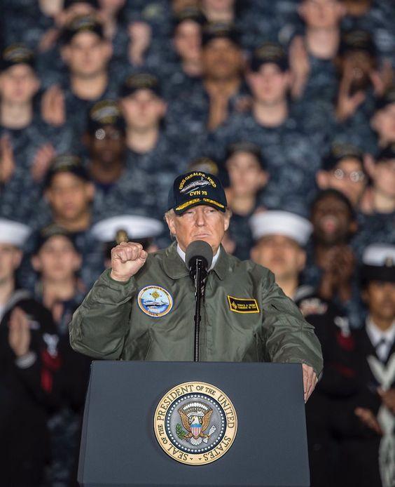 軍人 トランプ大統領