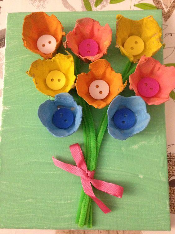 Tableau bouquet de fleurs r alis avec une bo te d 39 oeufs for Bouquet de fleurs pour une naissance
