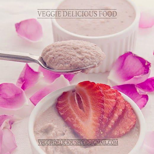 Veggie Comida deliciosa: Mousse crudívora de morango e água de rosas