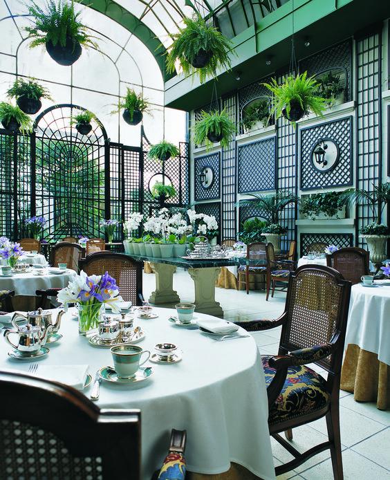 Acogedor entorno para este luminoso lugar estilo jardín en el Alvear Palace Hotel , en Buenos Aires ...