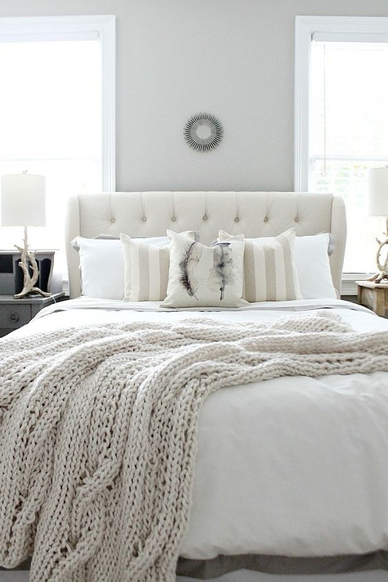 Love this winter white farmhouse style bedroom refresh! Find affordable ideas for a beautiful guest room with neutral colors at refreshrestyle.com:
