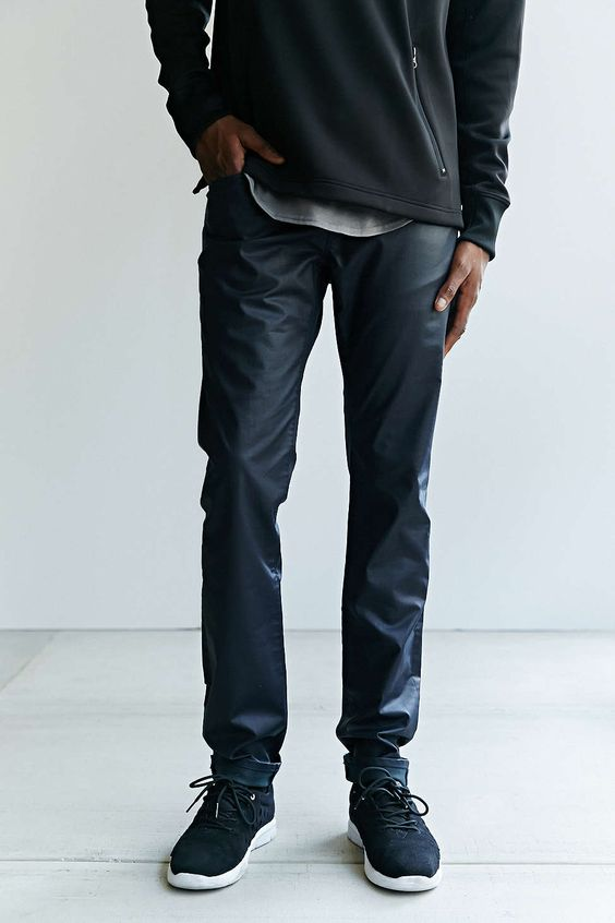 3X1 M5 Midnight Low-Rise Slim-Fit Jean - Urban Outfitters