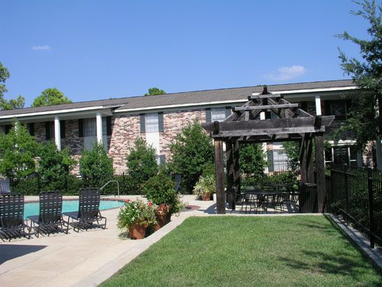 Colonial Plaza Apartments In Shreveport Offer 1 2 And 3 Bedroom Floor Plans From 830 To 1 100 Square Feet In 2020 La Apartments Affordable Rentals Finding Apartments