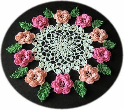 Pequena toalha de rosas de crochê