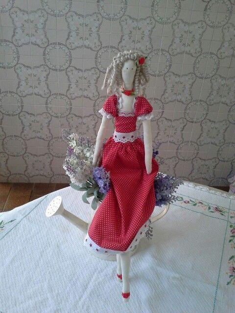 Boneca tilda, minha paixão com vestido vermelho de poa