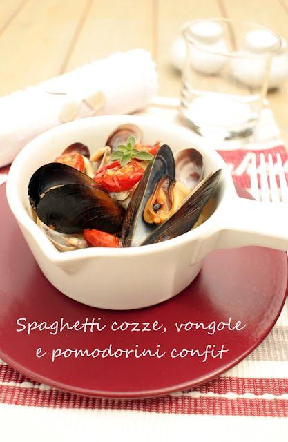 Spaghetti con cozze, vongole e pomodorini confit: Cozze Vongole, Spaghetti With, Assaggiando Spaghetti, Cucinando E Assaggiando