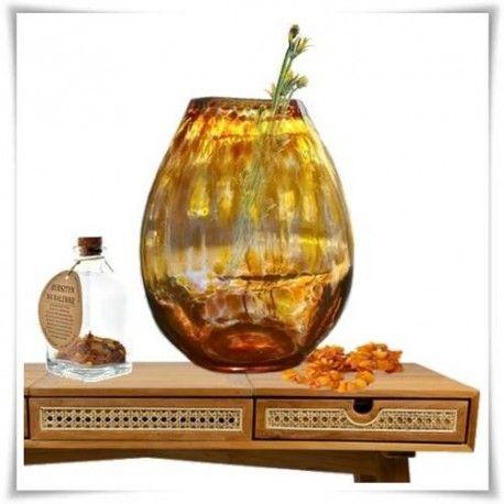 Burszynowy wazon owalny, szkło kolorowe H-30