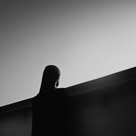 Les autoportraits surréalistes de Noell Oszvald: