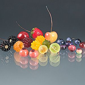 Glass fruit by Elizabeth Johnson. Some of these were in a showcase at The Studio, and they looked absolutely realistic.