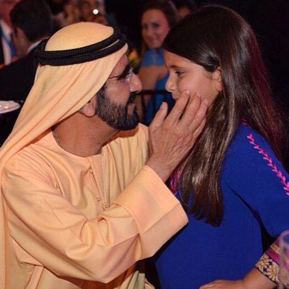 Mohammed bin Rashid bin Saeed Al Maktoum con su hija, Al Jalila bint Mohammed bin Rashid Al Maktoum, cena en honor a la DWC, 27/03/2015. Vía: dubaimediaoffice