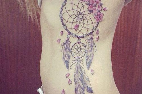 tatouage fleur sur attrape reve plume cote femme. Black Bedroom Furniture Sets. Home Design Ideas