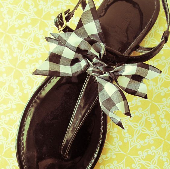 Tie a sweet checkered bow for summer sandals...how-to...change colors to match summer outfits