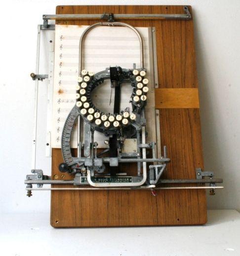 Máquina de escribir notas musicales.