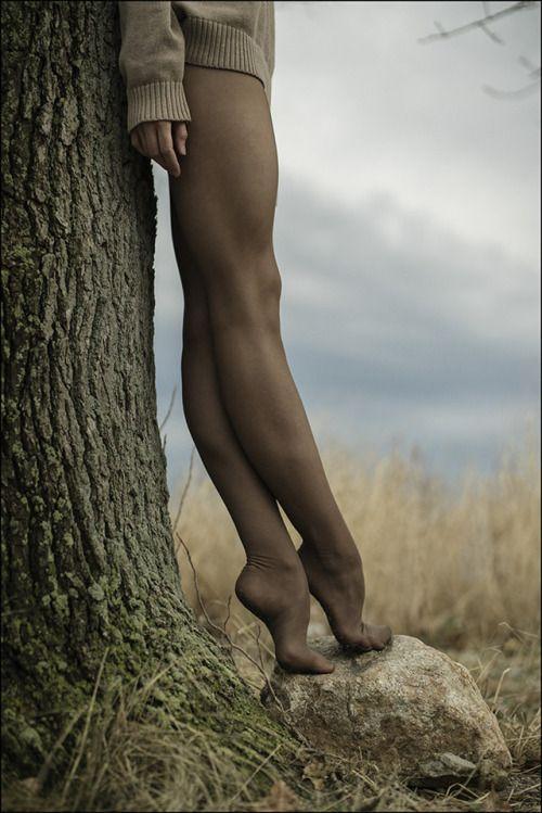 Simple. Beauty. Strong. Woman. #inspiringwomen #strongwoman #minimalstyle #minimalistfashion simplebeauty #curatedbyTISH #ballet
