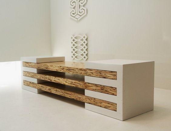 Mesa com elementos de madeira e concreto. Use a sua criatividade a partir desse princípio: